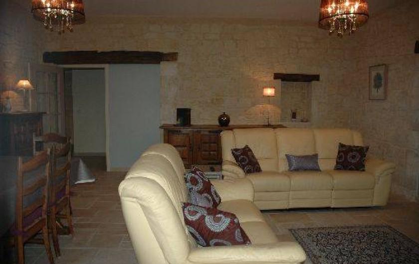 Location de vacances - Gîte à Badefols-sur-Dordogne - Salon salle à manger de LA TOUR