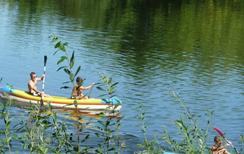 Location de vacances - Gîte à Badefols-sur-Dordogne - 5 canoës dans les gîtes