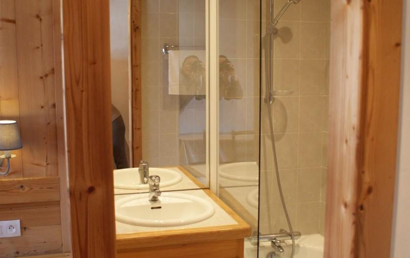 Location de vacances - Appartement à Méribel - Fougères 2 - Salle de bain dans chambre lit double