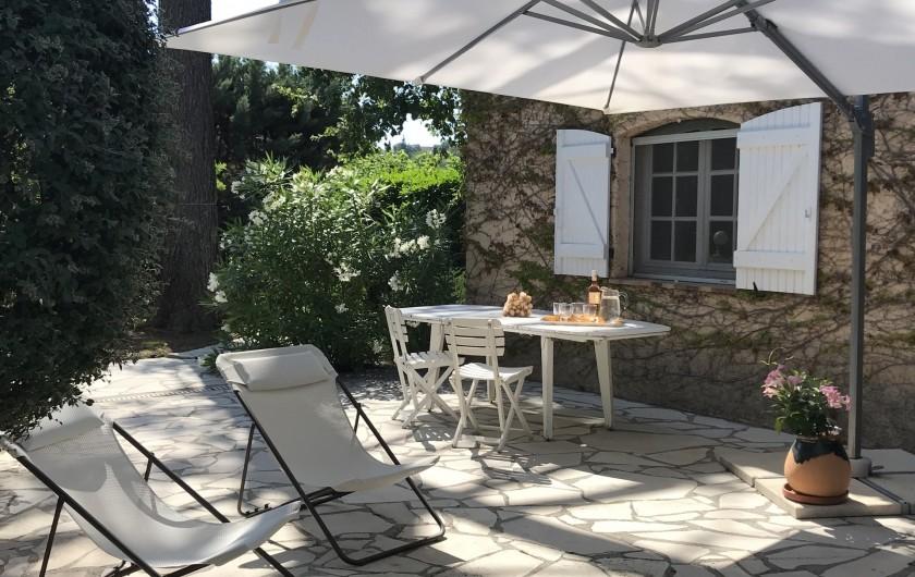 Location de vacances - Villa à Peymeinade - terrasse côté accueil