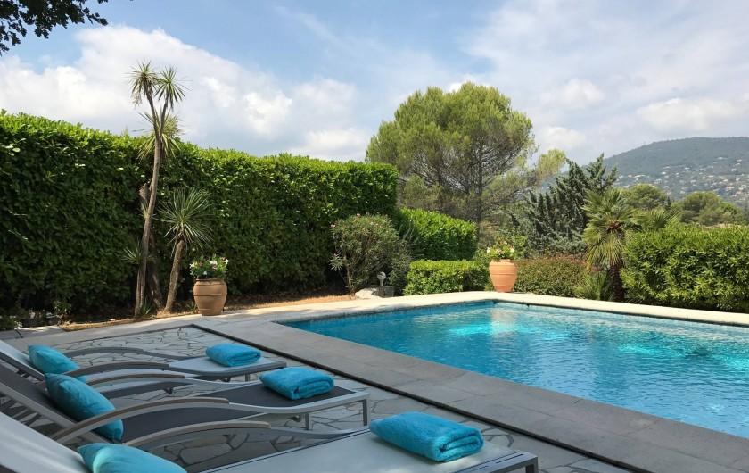 Location de vacances - Villa à Peymeinade - terrasse piscine cote grand bain