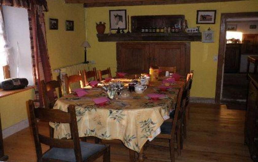 Location de vacances - Chambre d'hôtes à Amont-et-Effreney - La salle à manger