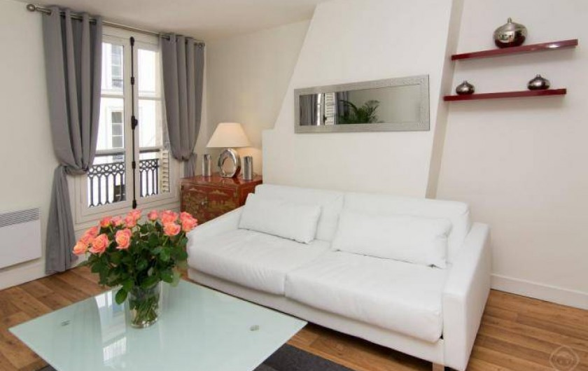 Location de vacances - Appartement à Paris - SALON - TV WIFI