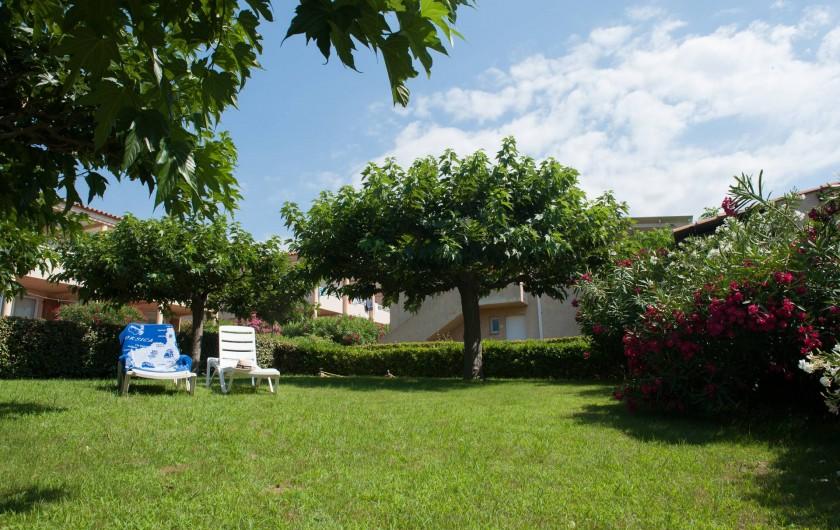 Location de vacances - Appartement à Lumio - Jardin