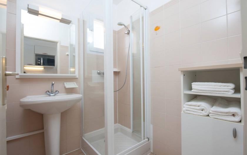 Location de vacances - Appartement à Lumio - Salle de douche