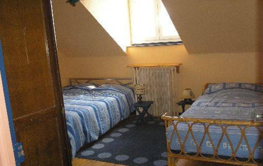 Location de vacances - Villa à Concarneau - chambre 2 étage 1 lit 140, 1 de 90 cm , armoire