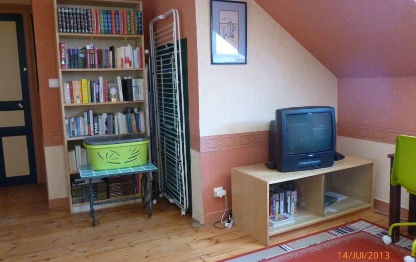 Location de vacances - Villa à Concarneau - mezzannine bibliothèque séchoir à  linge