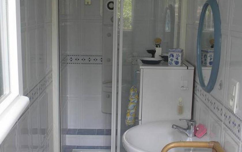 Location de vacances - Villa à Concarneau - salle d'eau rez de chaussée
