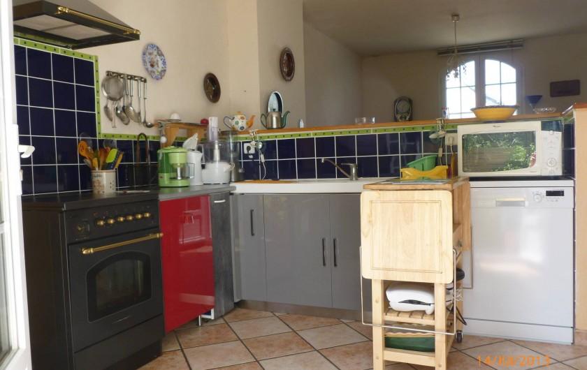 Location de vacances - Villa à Concarneau - cuisine gazinière, lave vaisselle, micro-ondes