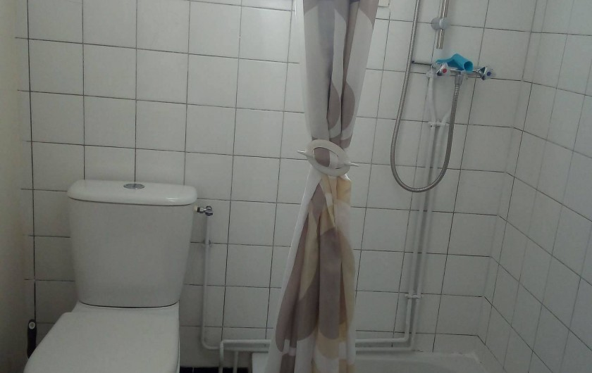 Location de vacances - Appartement à Liourdres - salle de bains wc et douche