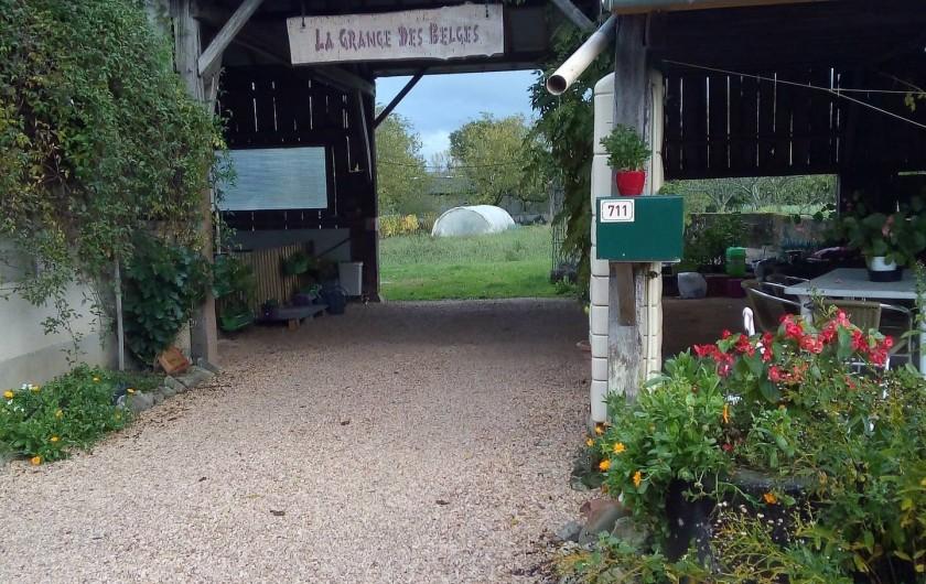 Location de vacances - Appartement à Liourdres - La Grange des Belges, entrée du parking
