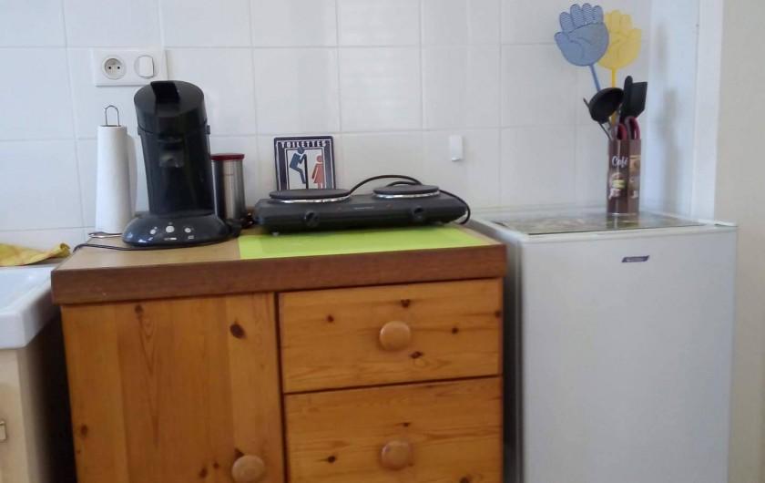 Location de vacances - Appartement à Liourdres - living frigo