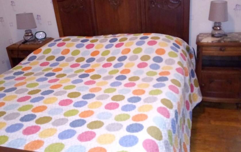 Location de vacances - Appartement à Liourdres - chambre avec lit de 140 cm