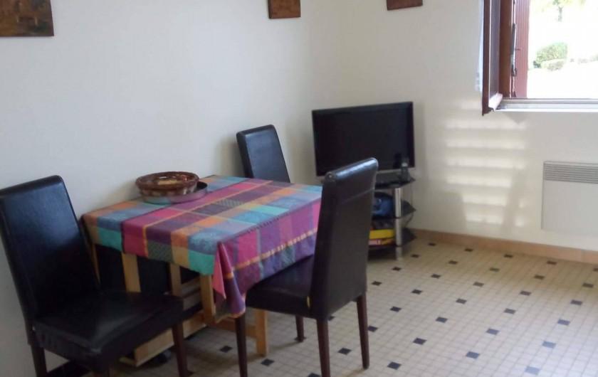 Location de vacances - Appartement à Liourdres - living salle à manger