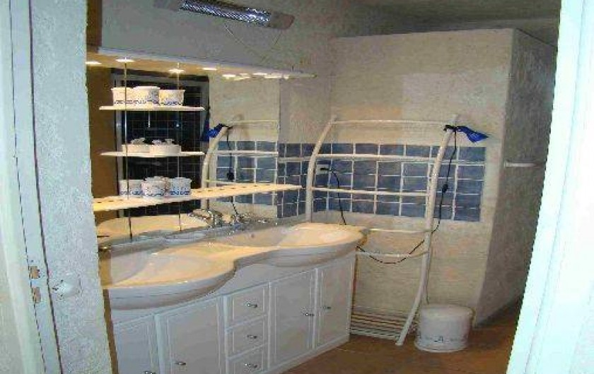 Location de vacances - Appartement à Cavalaire-sur-Mer - Salle de bain appartement azur