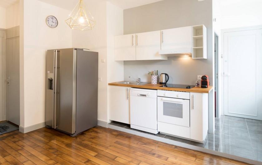 Location de vacances - Appartement à Charleville-Mézières - Bouilloire et grille-pain sont mis à disposition également