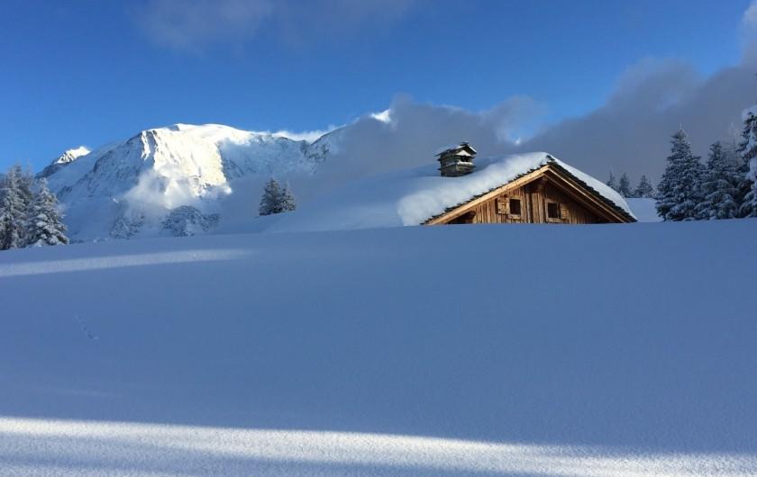 """Location de vacances - Chalet à Servoz - Le """"chalet du Guide""""  3 ème prix des chalets fleuris en vallée de Chamonix."""