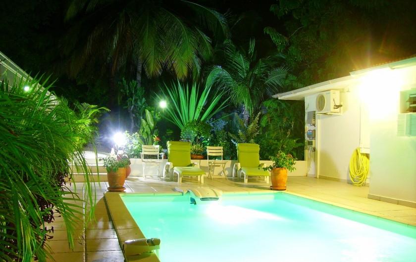 Location de vacances - Villa à Saint-François - Chambre 1 climatisée + ventilateur plafonnier : lit baldaquin 160cm