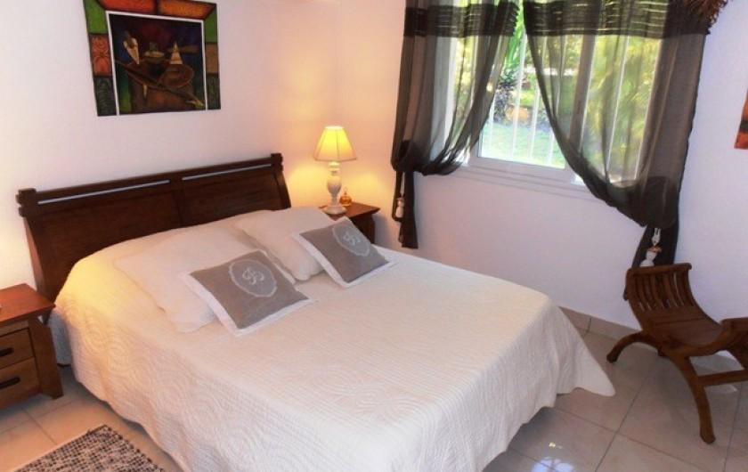 Location de vacances - Villa à Saint-François - Chambre 1 climatisée avec grand lit