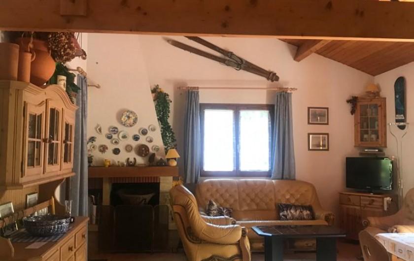 Location de vacances - Villa à Biscarrosse Plage - Séjour avec salon en cuir et cheminé