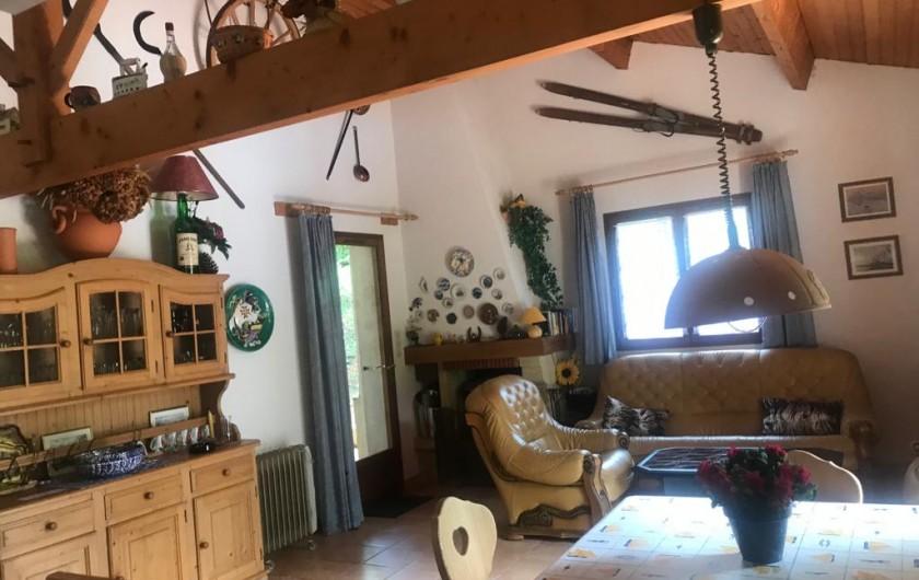 Location de vacances - Villa à Biscarrosse Plage - séjour avec salon cuir et coin repas