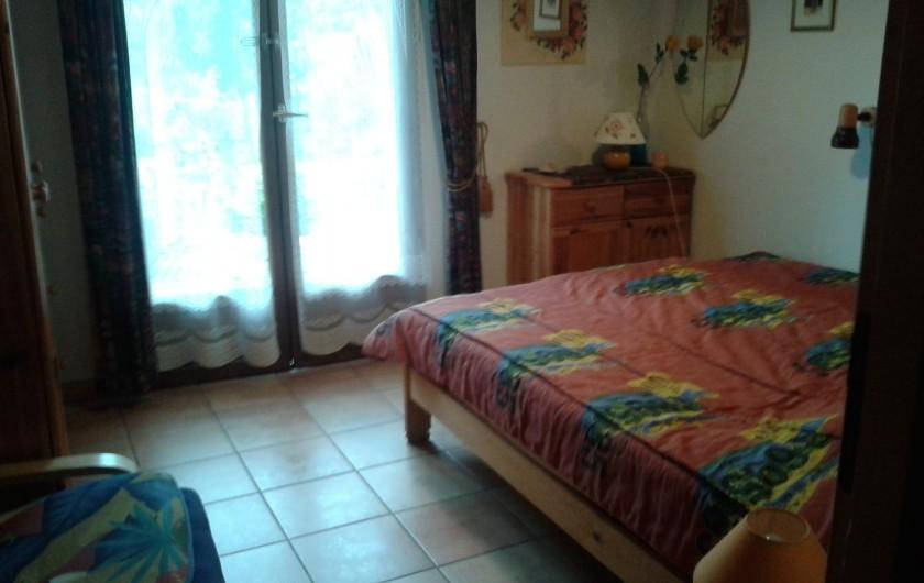 Location de vacances - Villa à Biscarrosse Plage - Chambre 2 avec grand lit 160cm x 200cm