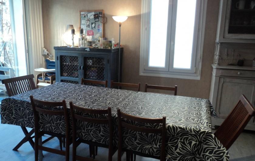 Location de vacances - Maison - Villa à Saint-Laurent-de-la-Salanque - Salle à manger donnant sur le patio