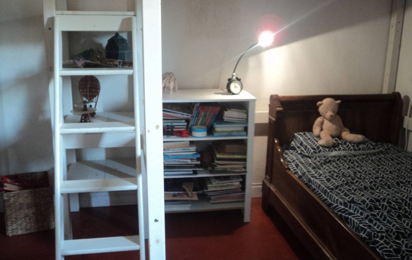 Location de vacances - Maison - Villa à Saint-Laurent-de-la-Salanque - Chambre: 1 lit en 140cm en mezzanine et 1 lit en 90cm