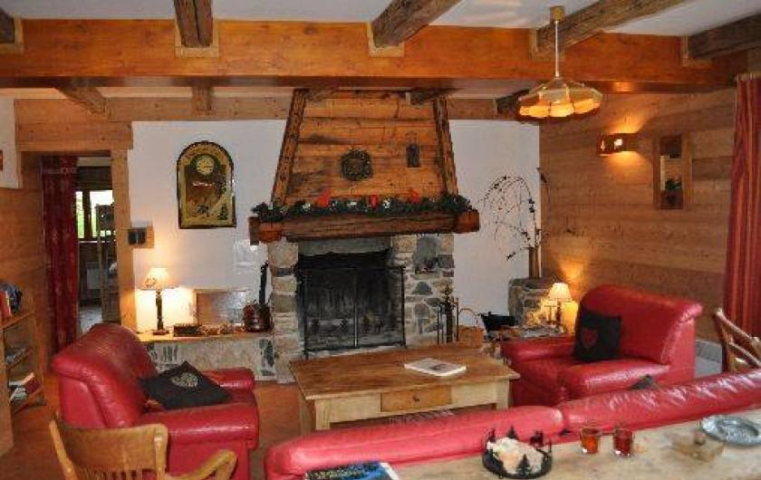 Location de vacances - Chalet à Saint-Jean-d'Arves - cheminée au 1er étage