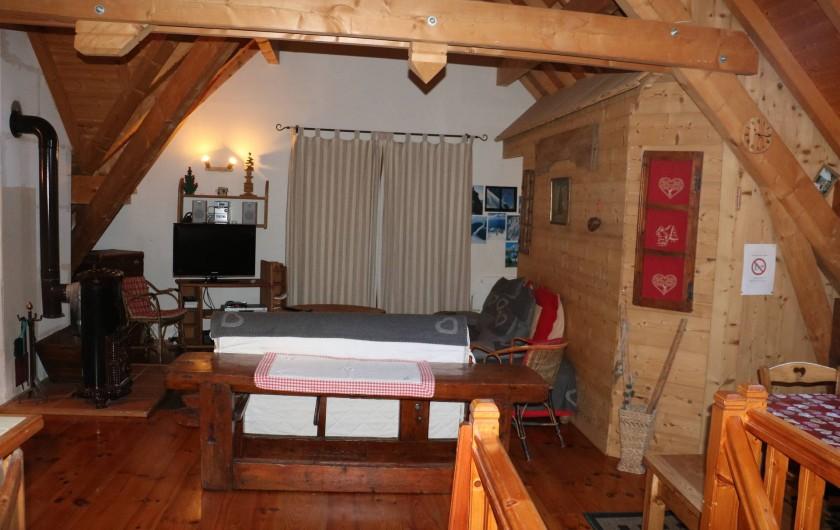Location de vacances - Chalet à Saint-Jean-d'Arves - 2ème salon coin TV +Poële
