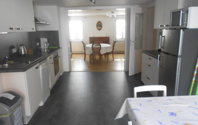 Location de vacances - Chambre d'hôtes à Eguisheim - cuisine ouverte sur la  salle  à manger du Gite de  Tante  Line