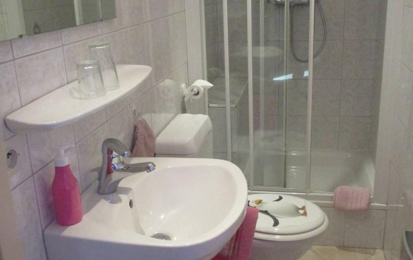 Location de vacances - Chambre d'hôtes à Eguisheim - Sa  salle de  bain