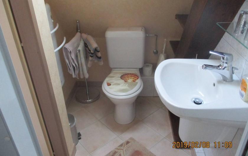 Location de vacances - Chambre d'hôtes à Eguisheim - salle de  bain  chambre  Brune