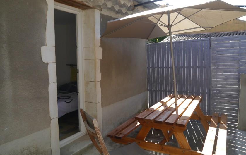 Location de vacances - Appartement à Saint-Paulet-de-Caisson - terrasse ombragée