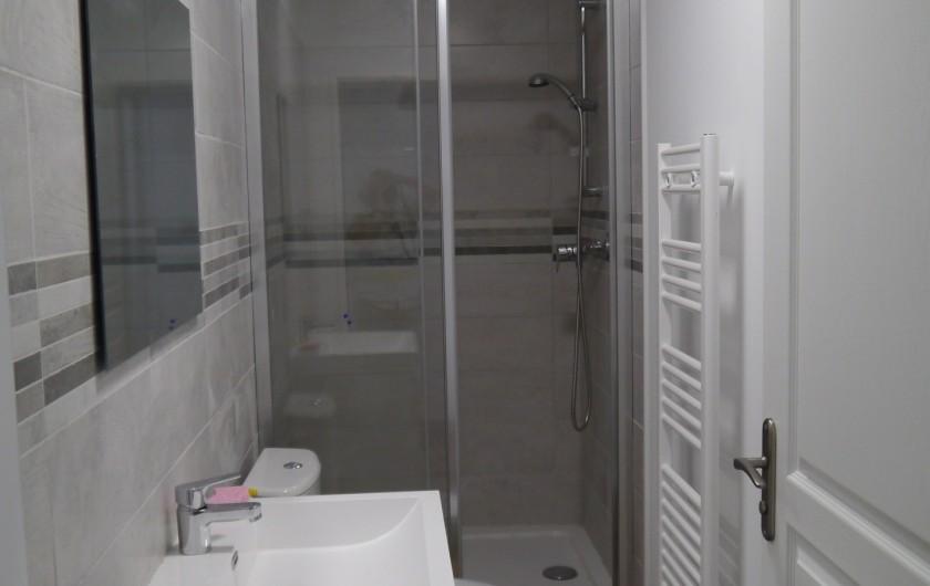 Location de vacances - Appartement à Saint-Paulet-de-Caisson - salle de bain