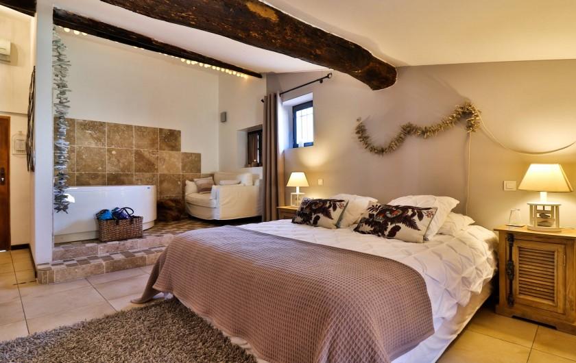 Location de vacances - Chambre d'hôtes à Pernes-les-Fontaines - Brume de Coton 32m2 Jacuzzi privé Vue rue Douche italienne, 1 vasque, toilettes