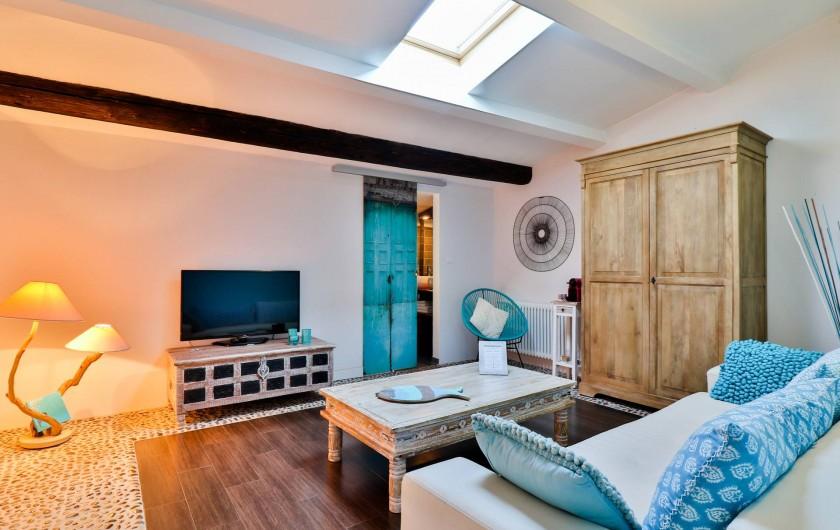 Location de vacances - Chambre d'hôtes à Pernes-les-Fontaines - Suite Envol de Papillons Salon/TV  avec canapé lit