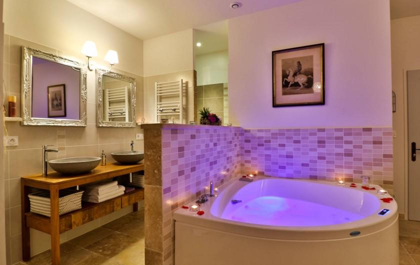 Location de vacances - Chambre d'hôtes à Pernes-les-Fontaines - Jacuzzi Perle de Rêve
