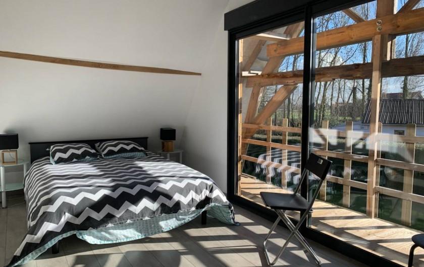 """Location de vacances - Gîte à Helfaut - chambre triple  gite """" le petit bois"""" avec balcon + salle de douche et WC"""
