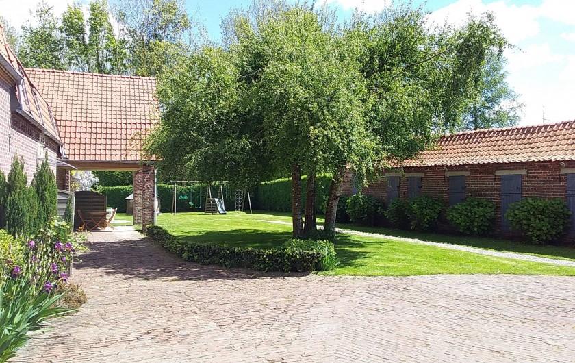 Location de vacances - Gîte à Helfaut - cour fermée, parking clos, terrain commun avec jeux enfants