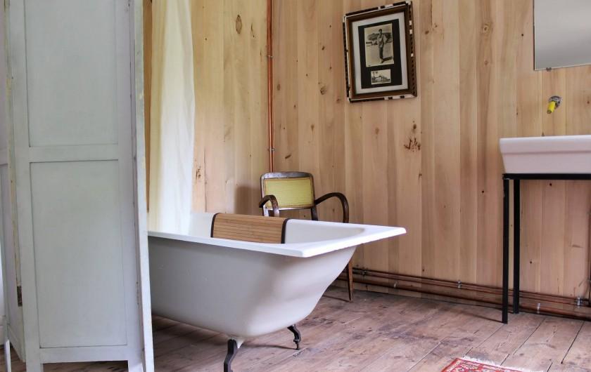 Location de vacances - Chambre d'hôtes à Aubrac - Salle de bain chambre