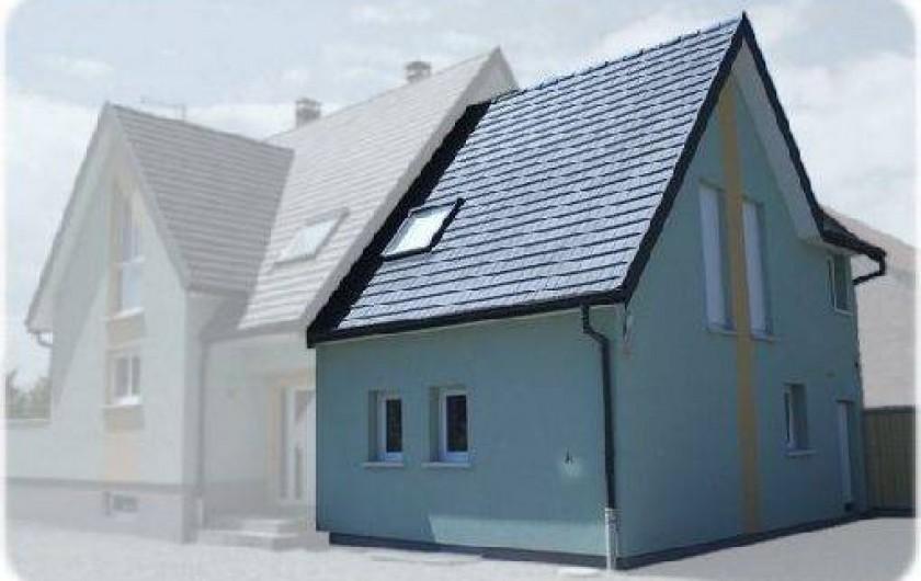 Location de vacances - Gîte à Logelheim - A gauche en grisé la maison de vos hôtes. A droite en clair le gîte