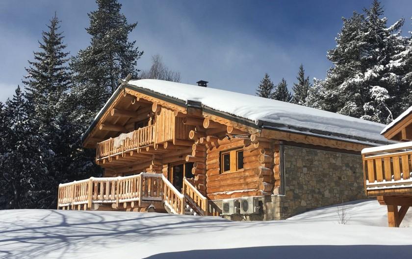 Location de vacances - Chalet à Bolquère - La face Sud du chalet en hiver