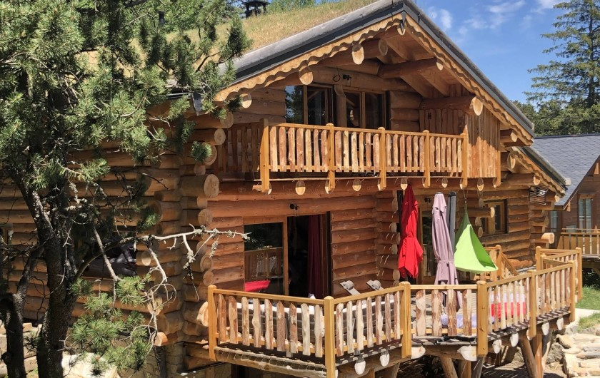 Location de vacances - Chalet à Bolquère - L'été la terrasse vous accueille.