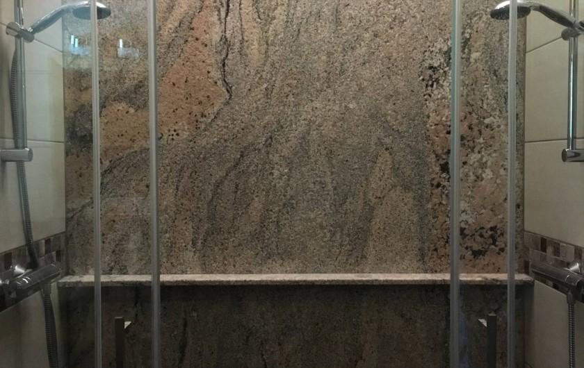 Location de vacances - Chalet à Bolquère - La grande salle d'eau avec sa double douche