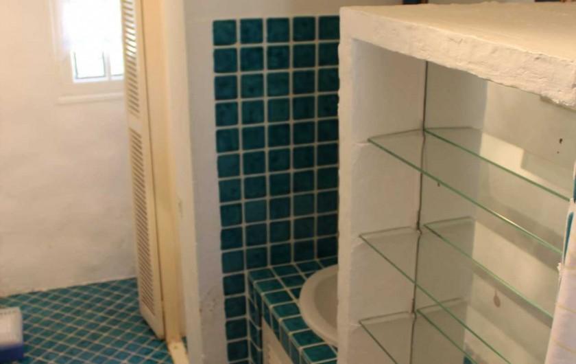 Location de vacances - Mas à Sainte-Maxime - la salle de douche