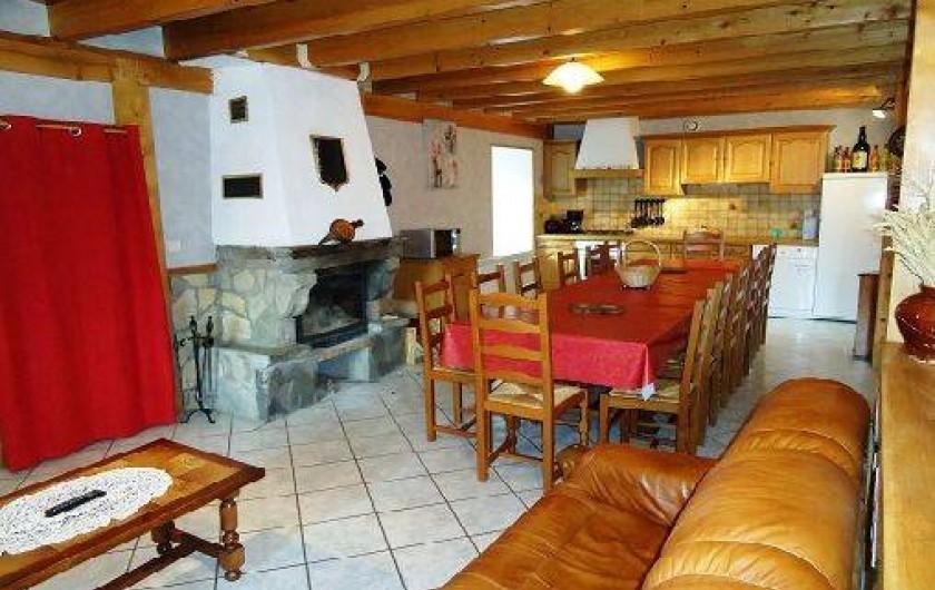 Location de vacances - Gîte à Saint-Privat-du-Dragon - Cuisine au rez de chaussée