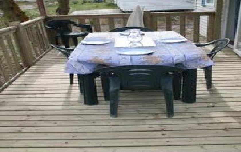 Location de vacances - Camping à Sigean - salon sur terrasse remplacé en blanc