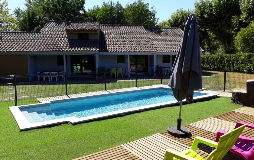 Location de vacances - Gîte à Grospierres - Piscine