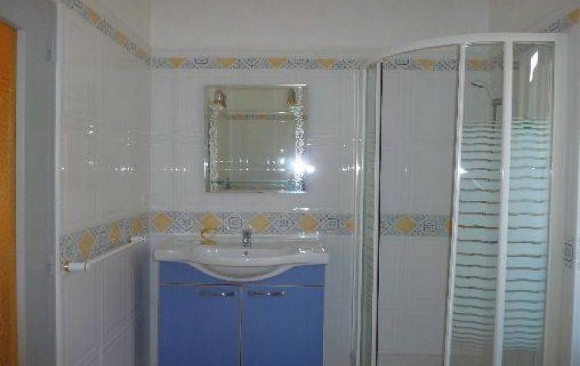 Location de vacances - Mas à Saint-Paul-le-Jeune - salle d'eau (à l'étage)